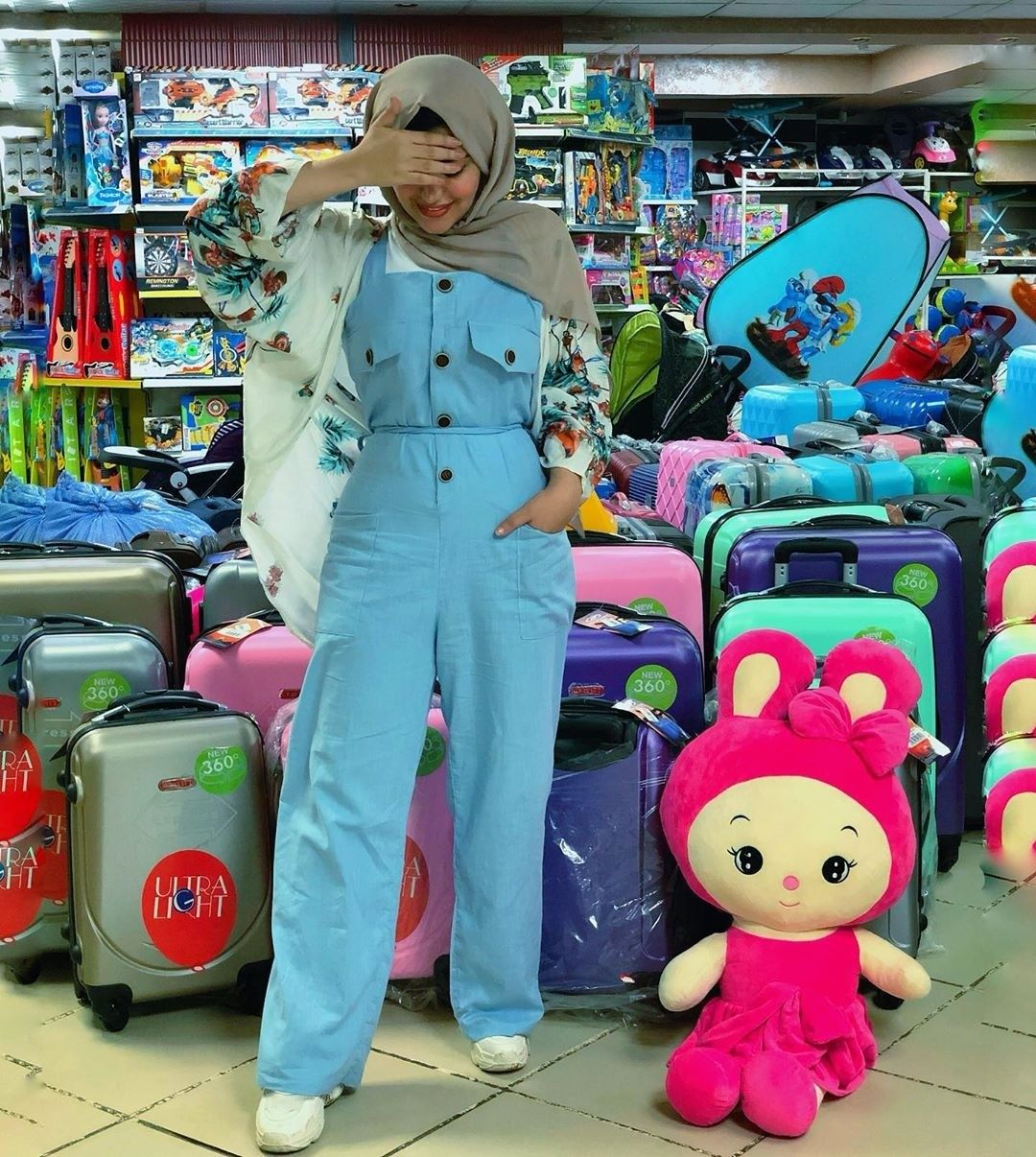 How To Style Light Blue Hijab Outfits Hijab Outfit Blue Outfit Jumpsuit Hijab