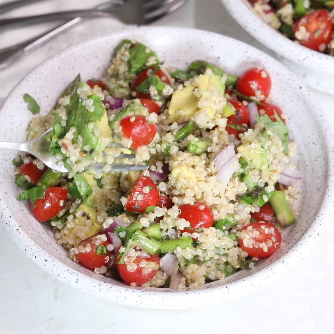 This vegan Quinoa Avocado Salad is made with simple ingredients and a tossed in a tangy dressing. It's a protein-packed salad that works for lunch or dinner | Vegan | Salad Ideas | Salads | Appetizers | Vegetarian |