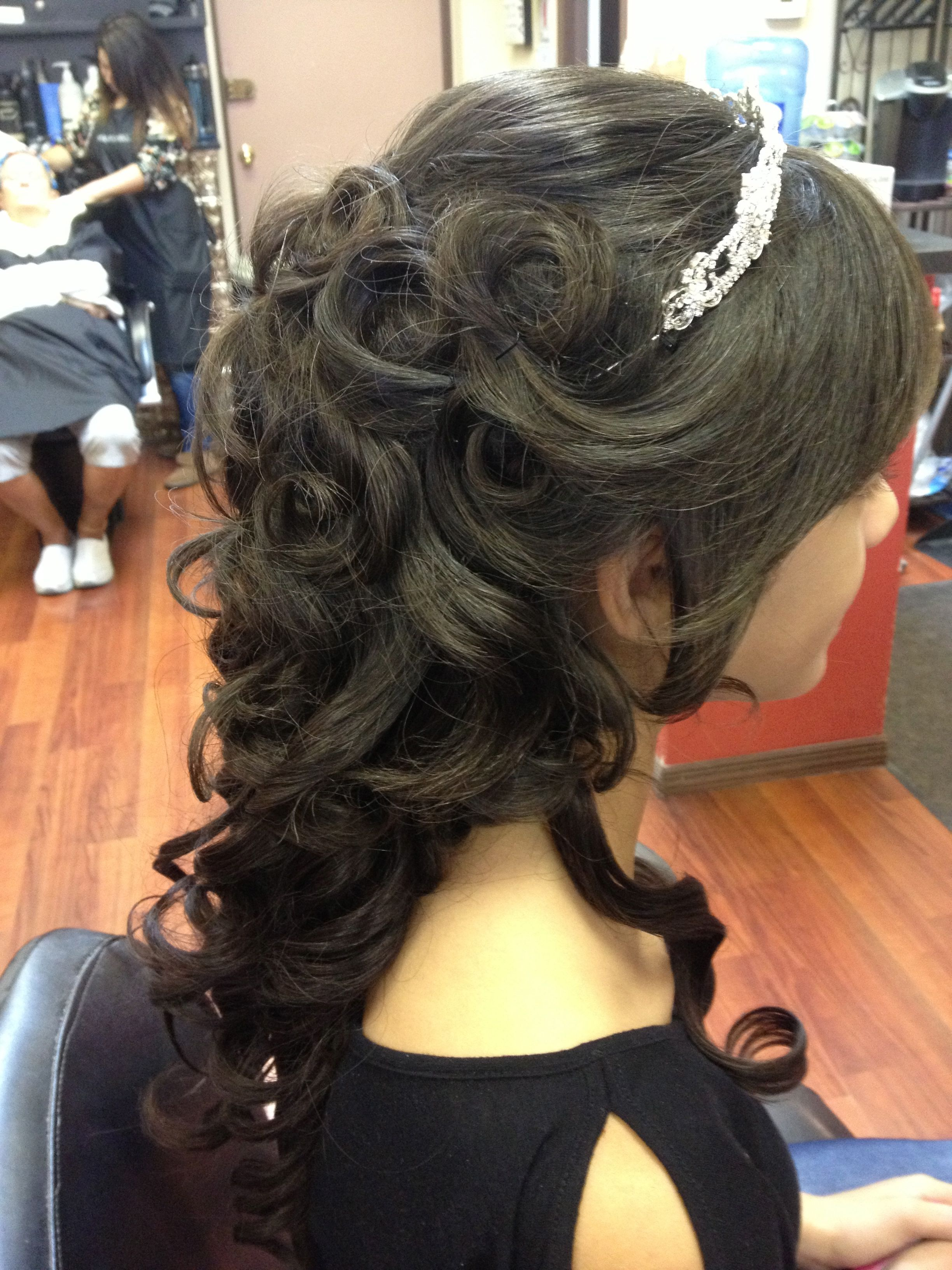 Beautiful partial updo with tiara Flowing curls in back - Hairstyles For Damas In Quinceaneras