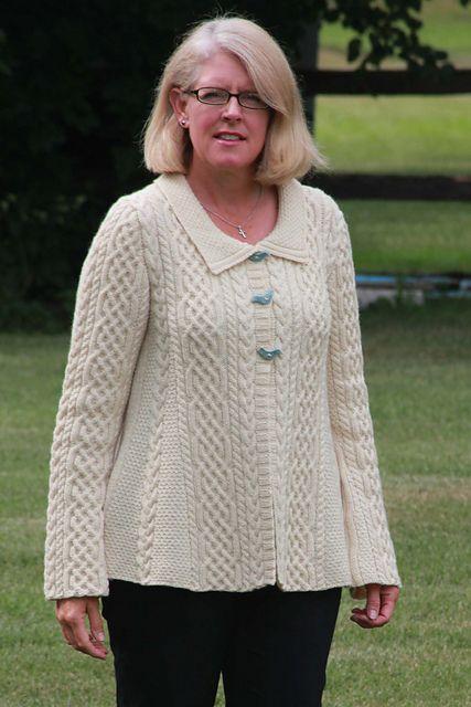 Aran A-Line Sweater pattern by Jennifer Donze | Dos agujas
