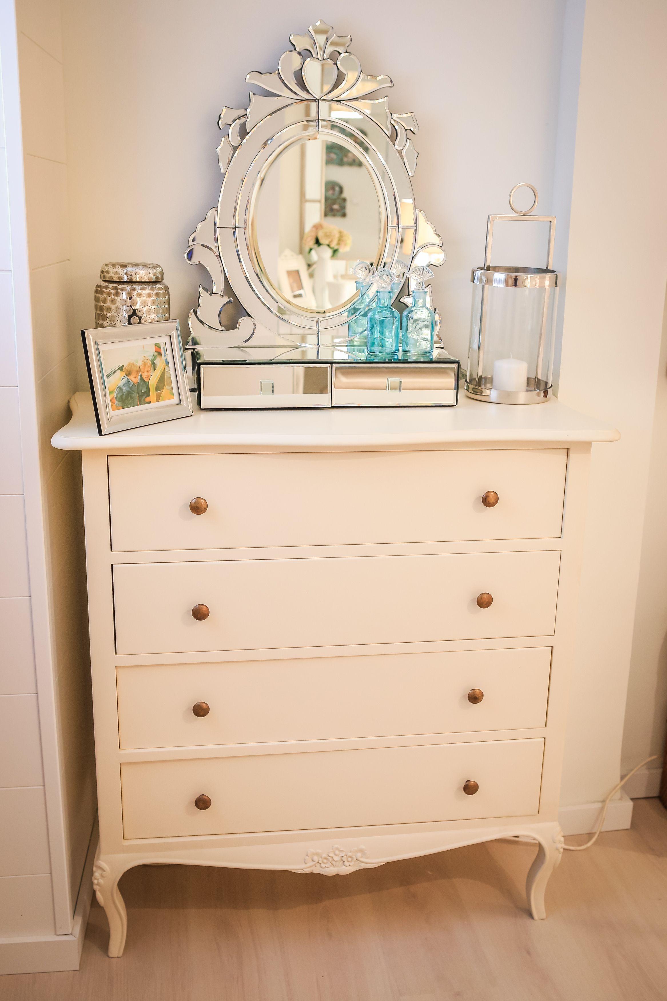 Ana Antunes | Quarto | Bedroom | Cómoda | Chest of Drawers | Espelho | Mirror | Decorative Objects | Home | Interior | Design