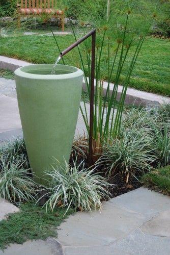 Fontaine Contemporaine Fait D Un Simple Tube De Cuivre Et D Un Pot Www Monjardin Materrasse Com Fontaine De Jardin Deco Jardin Jardin Paysager