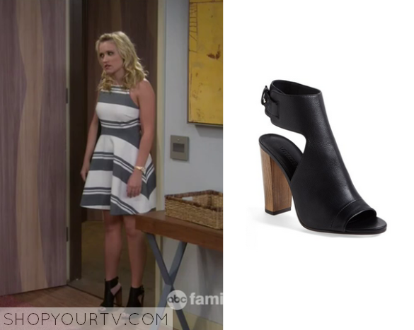 Young and Hungry: Season 2 Episode 11 Gabi's Black Cut Out Sandals