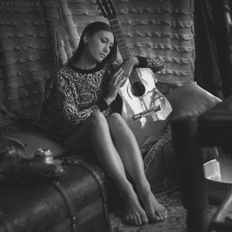 silent guitar by Artofdan Photography - Photo 184267095