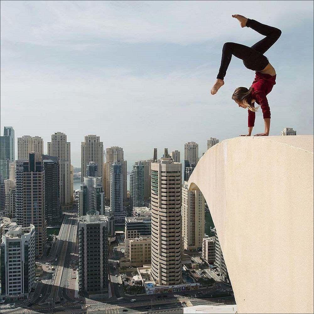Angela Nikolau Daredevil Selfie Dubai Instagram - Daredevil films extreme parkour on top of skyscraper