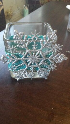 Winter wonderland decor>>Oooh simple but pretty table decorations!