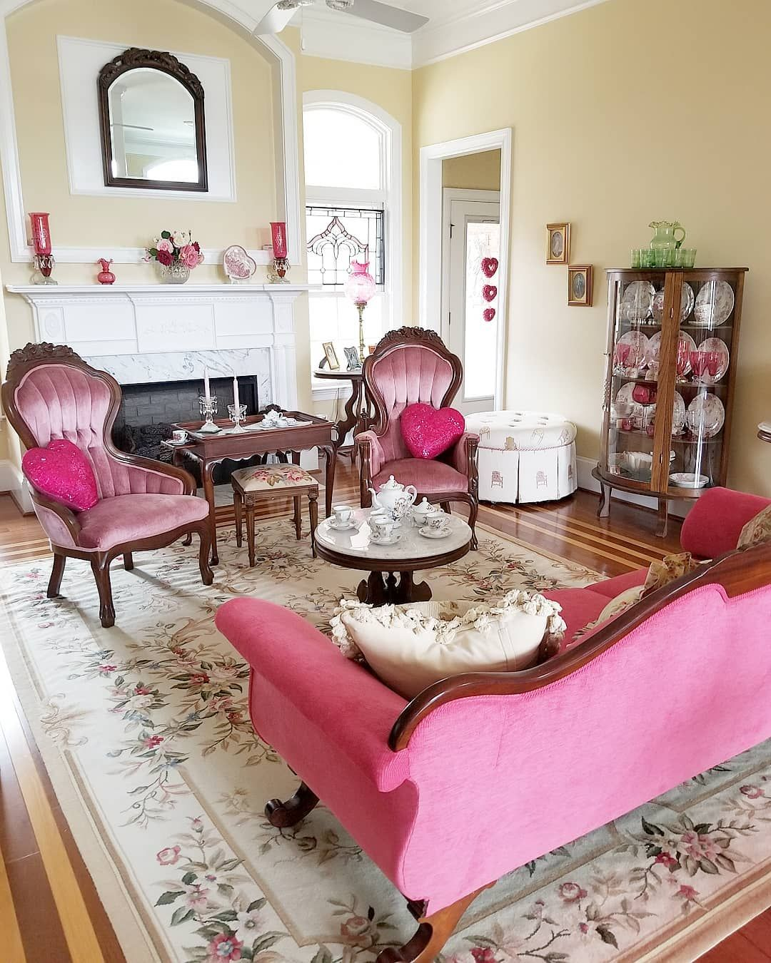 Victorian style living room or parlor. #victorian #pink #livingroom ...