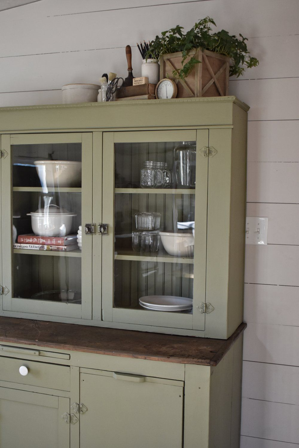 Old Farmhouse Style Furniture Has A Way Of Luring Me In I Love The Simple Straight Lines Shaker Pieces And Recently Was Browsing Local