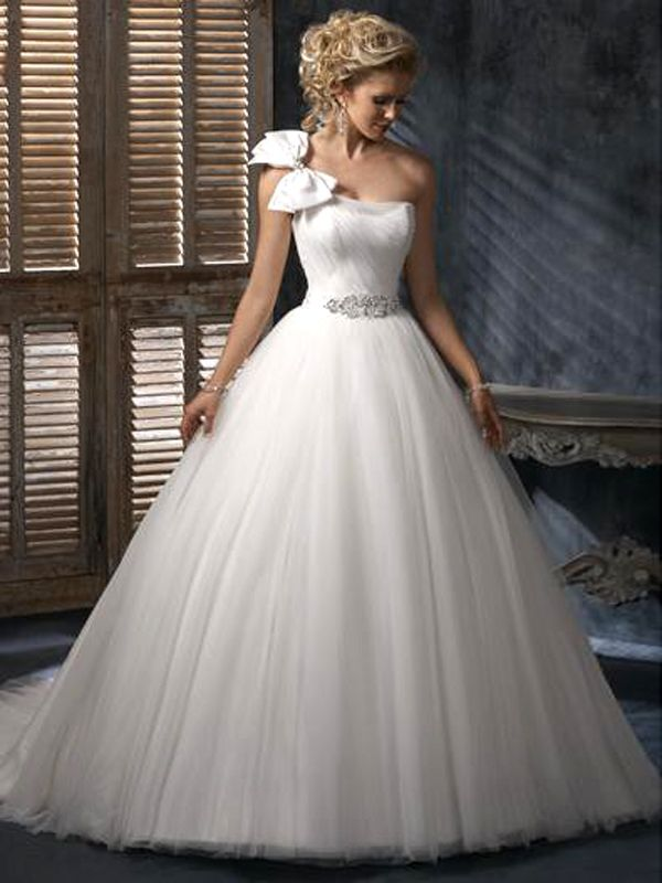 Nice Cute One Shoulder Ball Gown Bow Tie Wedding Dress