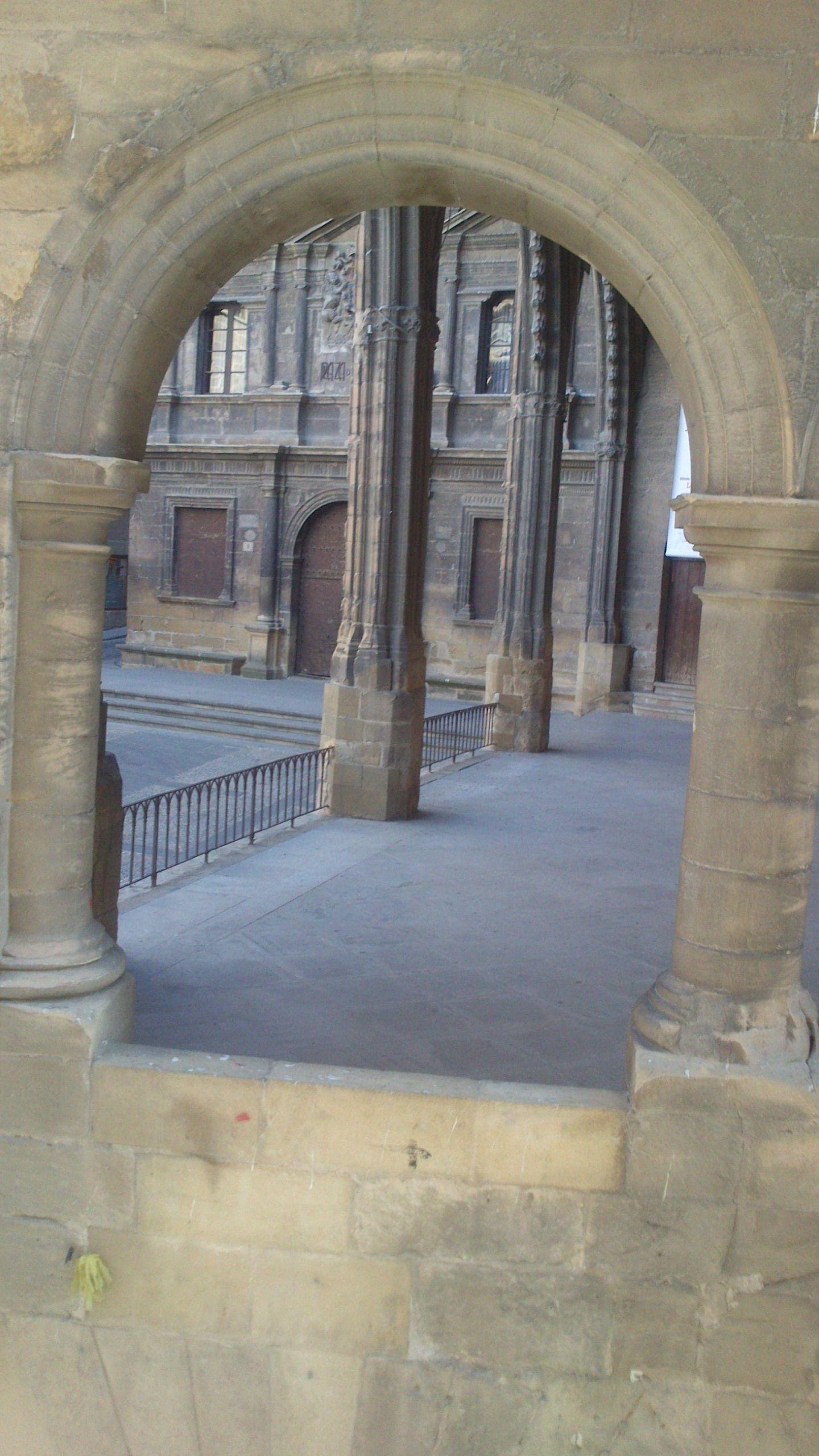 #turismo #Alcaniz #ciudadmedieval #lugarconencanto Un rincón precioso de la Plaza de España