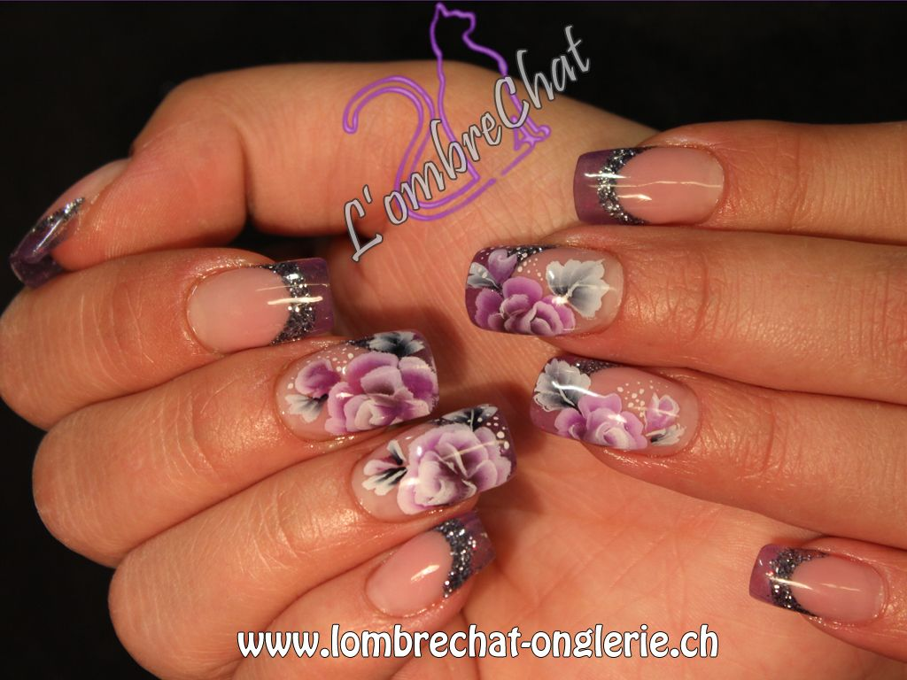 Gel nails with glass effect, nail art one stroke