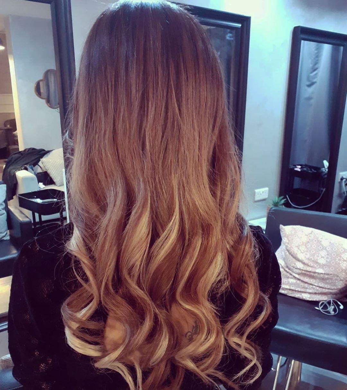 تركيب اكستنشن هيردريمز الاوروبي للشعر ٦ بوكسات خفيف على فروة الرأس Kuwa Hair Styles Hair Long Hair Styles
