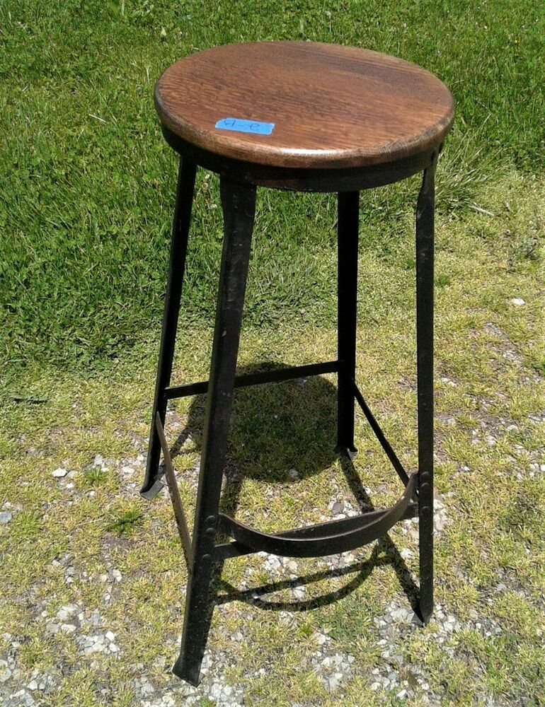 Antique Tall Black Metal Bar Stool Round Quarter Sawn Oak Seat W Foot Rest 2b Industrial Unknown In 2020 Metal Bar Stools Bar Stools Stool