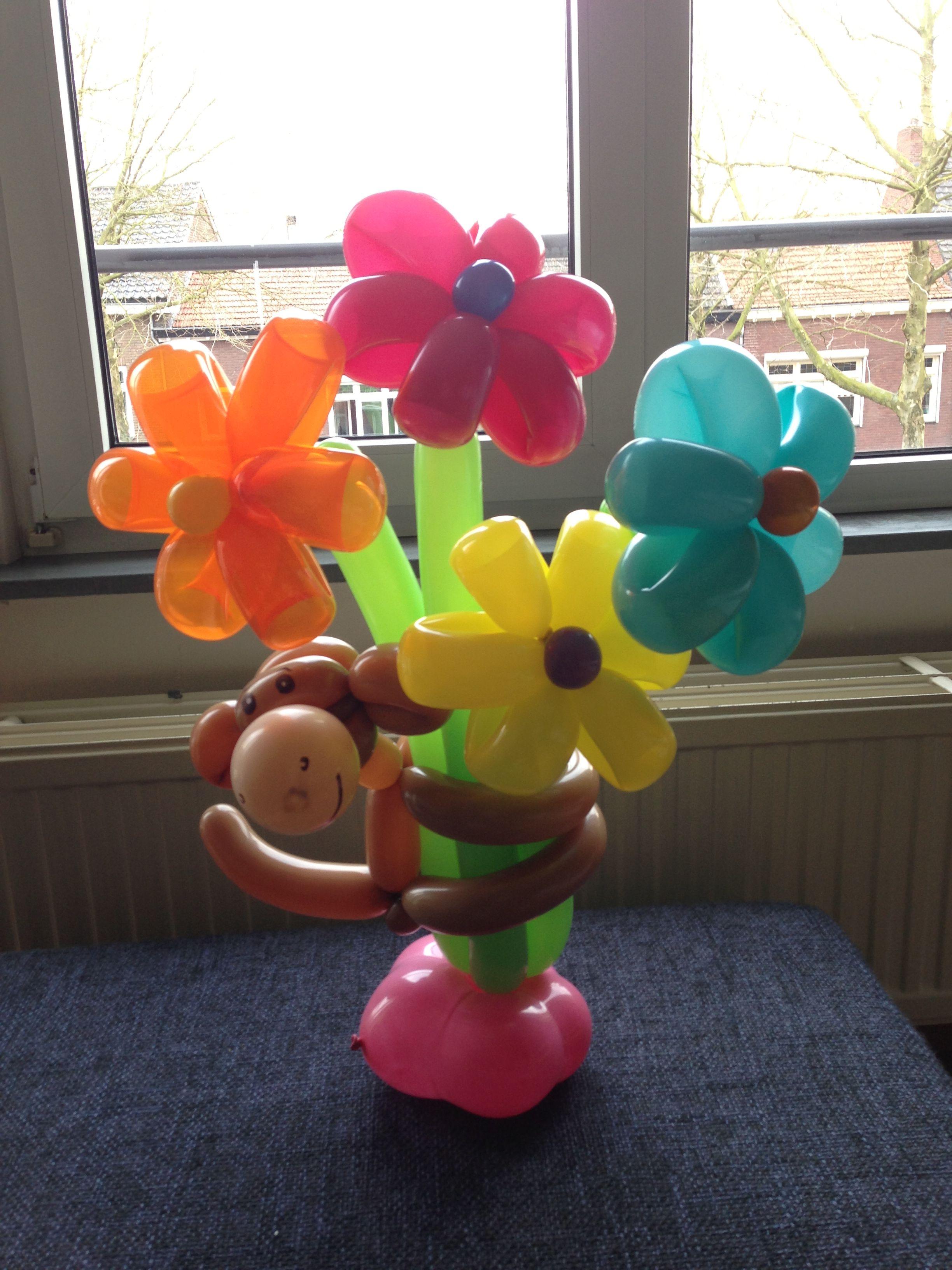 Met Aapje Balloon Flower Bouquet With Monkey Made By Clown Tallie