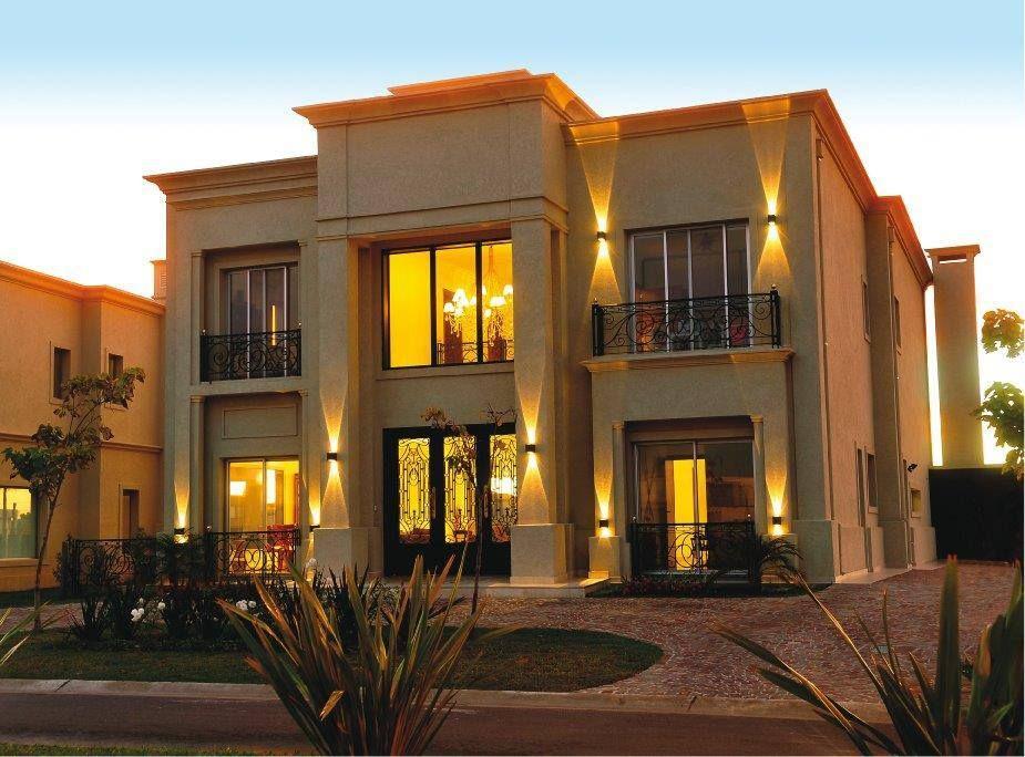 Casa estilo clasico en barrio privado de nordelta buenos for Fachadas de casas estilo clasico
