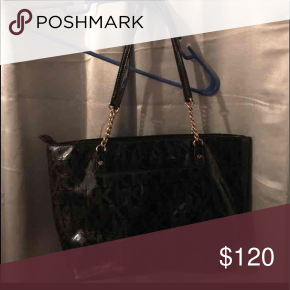 eede4e31f432 ❤️MICHAEL KORS BLACK PATENT LEATHER w/Gold chains This purse never gets  used because I have new black one, trying to downsize my collection before  I move!