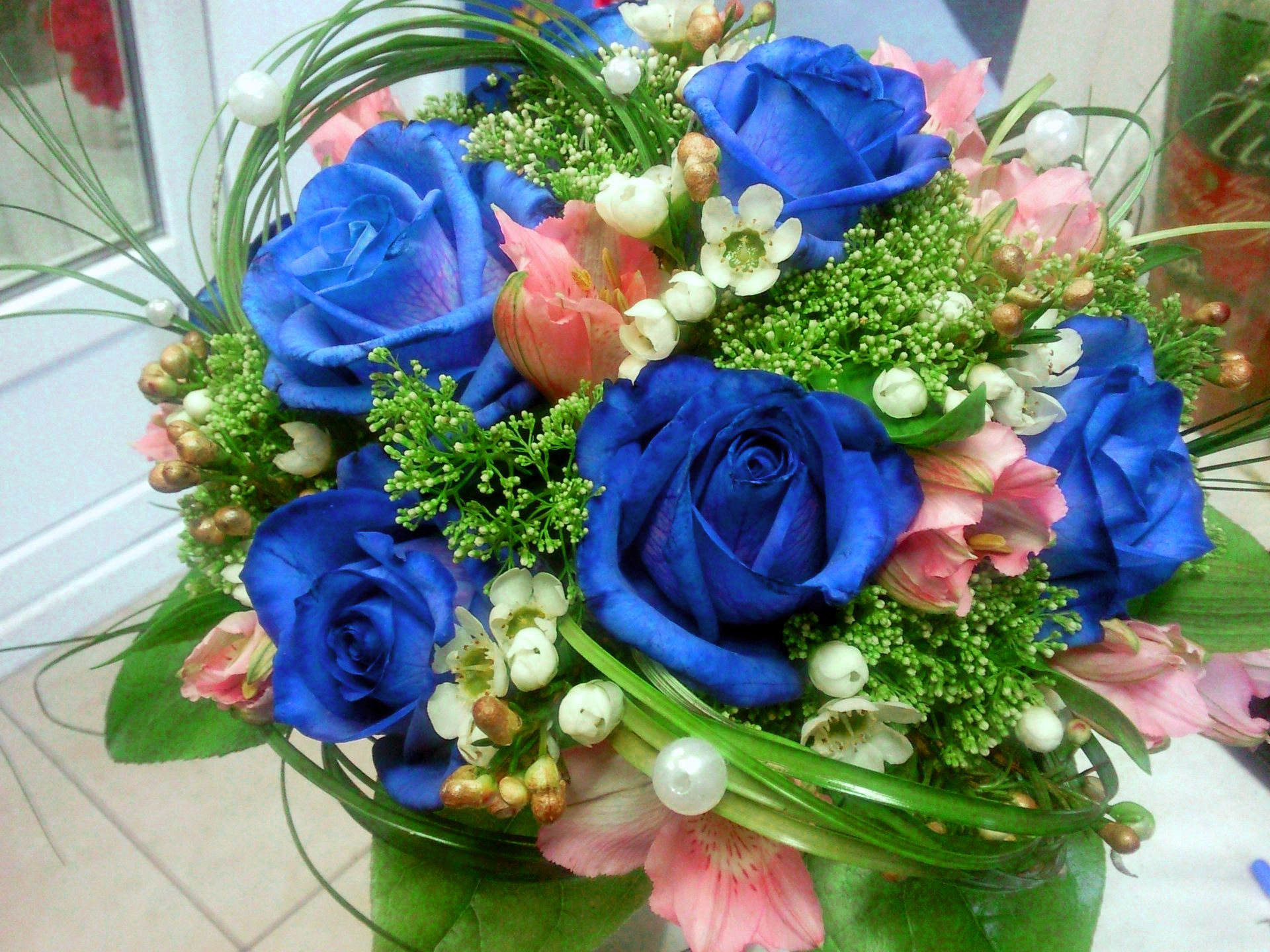 Green And Blue Roses Wallpaper