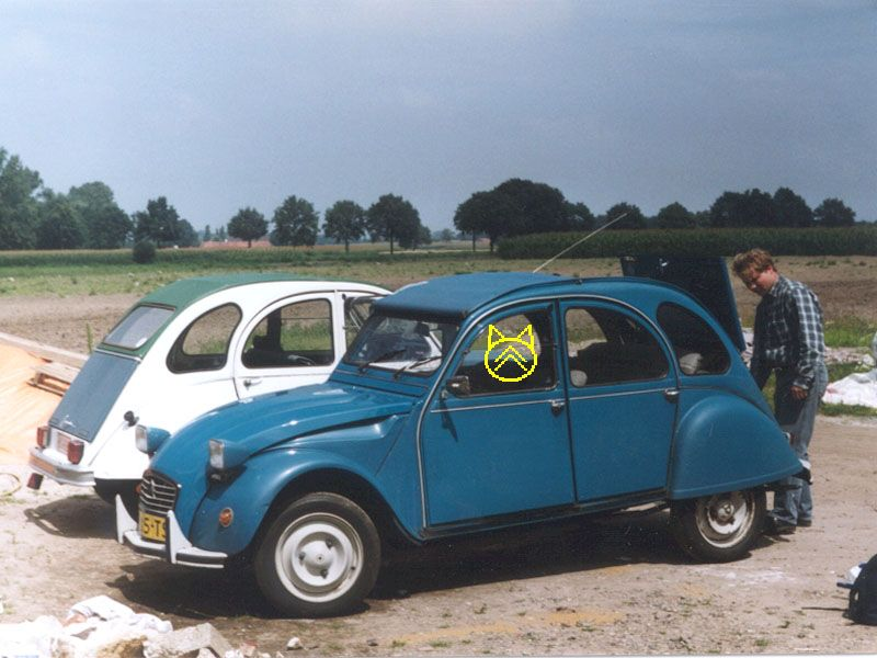 Az 008b Jpg 800 600 Pixels Copyrighted Image 2cv Bleu Des Tropiques Vehicles Image Citroen