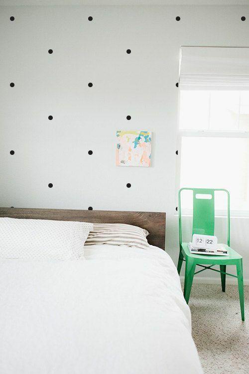 wandgestaltung schlafzimmer wantapete muster gepunktet schwarz ...