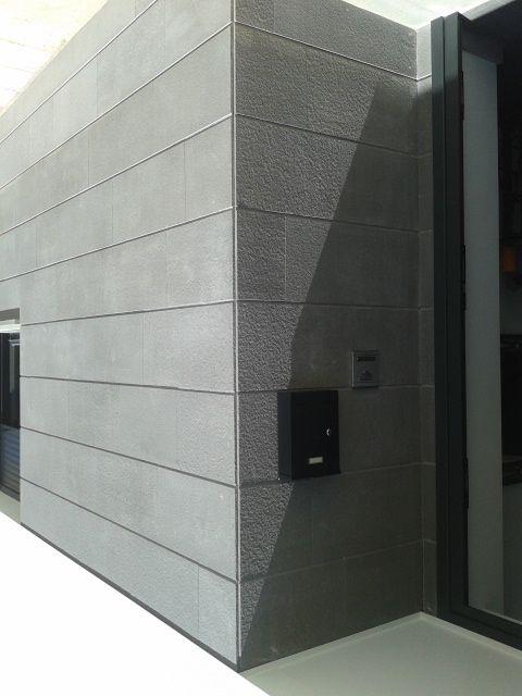 Aplacado fachada vivienda con piedra natural suministrada - Piedra natural para fachadas ...