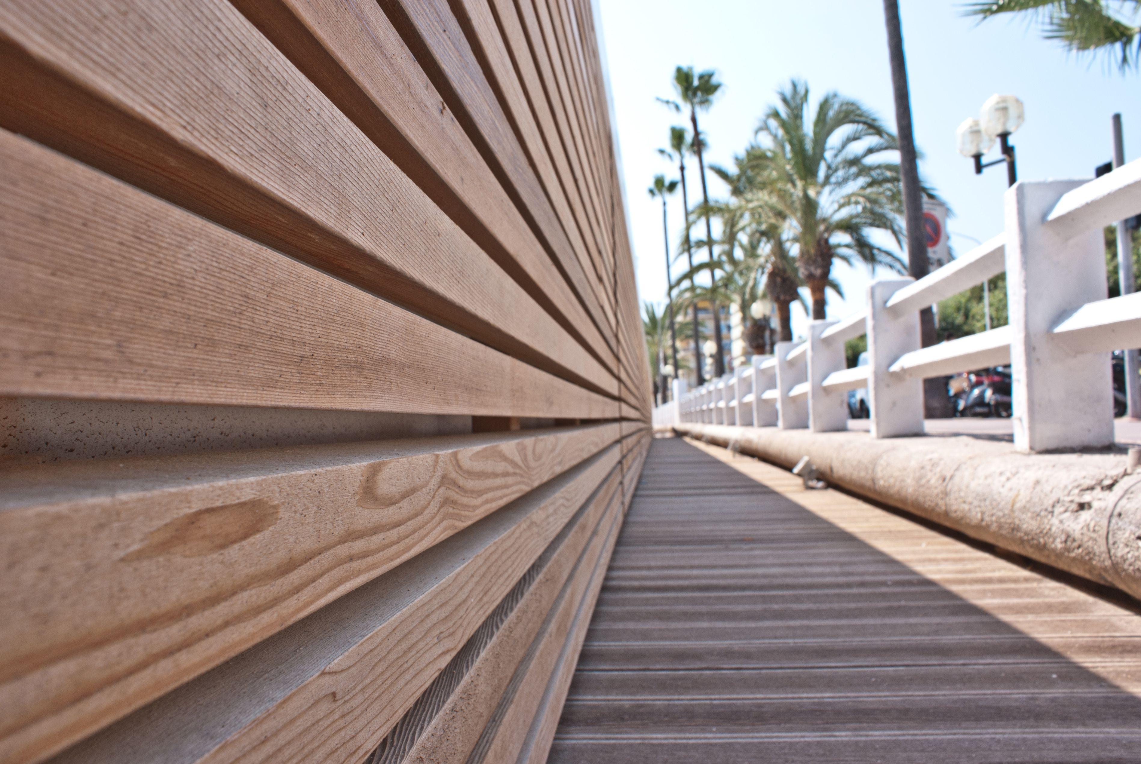 Stabilimenti balneari a cannes francia rivestimento con for Cabine laterali in legno di cedro