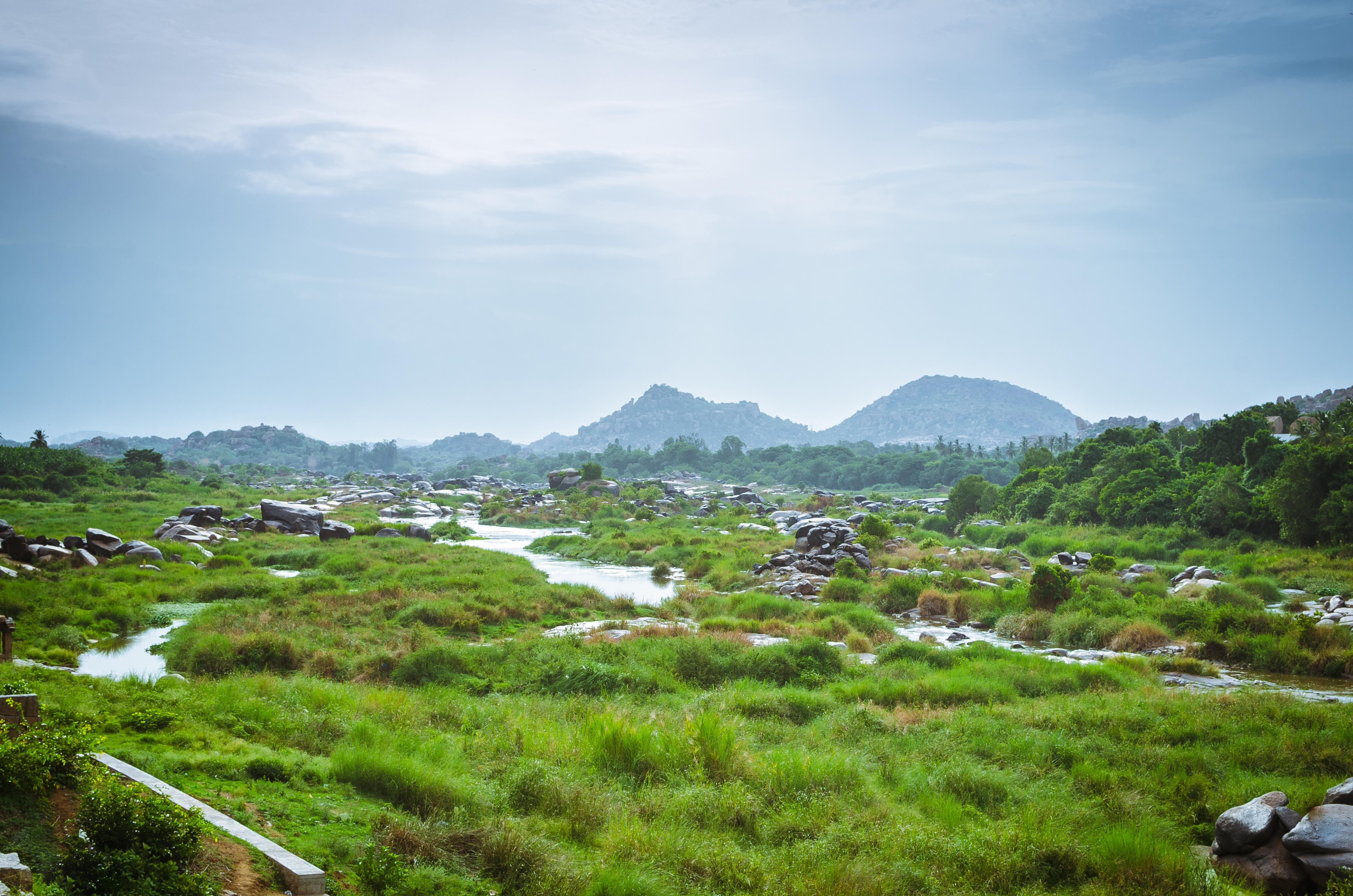 Looking through the ruins of Hampi Karnataka India [OC] [4928x3624]