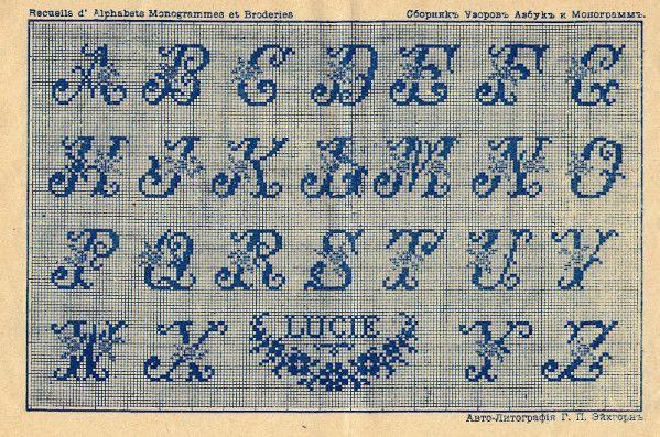 L Alphabet Du Carre Fleuri Echevette Alphabet Point De Croix Point De Croix Abecedaire Point De Croix
