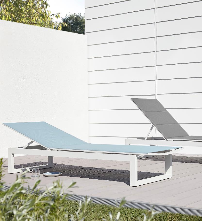 Ideal Pour Vous Detendre Dans Votre Jardin Ou Sur Votre Terrasse Ce Bain De Soleil Bacopia Large Et Confortable Outdoor Decor Sun Lounger Outdoor Furniture