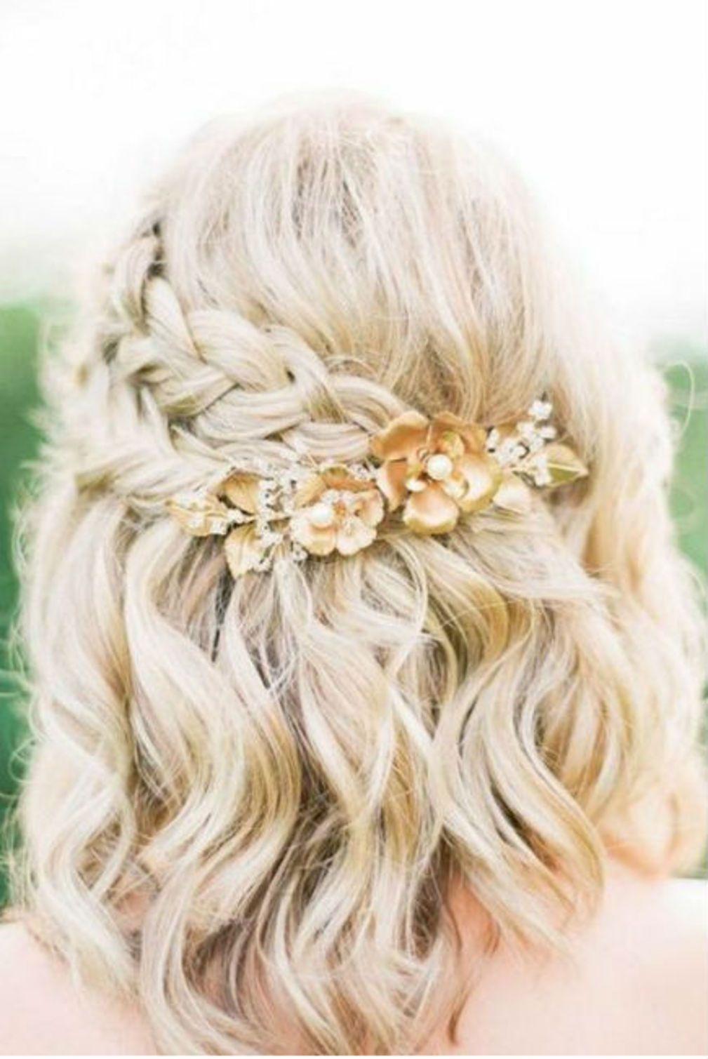 Coiffure de mariage pour cheveux mi,longs avec tresse et fleurs , Coiffure  de mariage