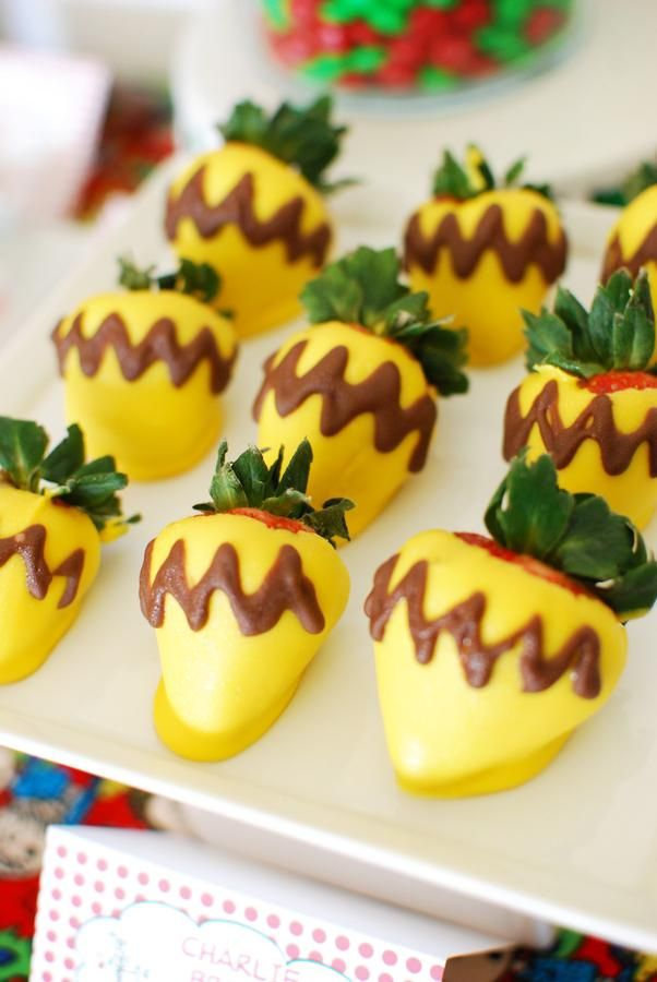 Charlie Brown covered strawberries for a Charlie Brown Christmas themed holiday party. This is cool, but I was thinking of a green O or green colored white chocolate with a yellow O for Oregon Ducks