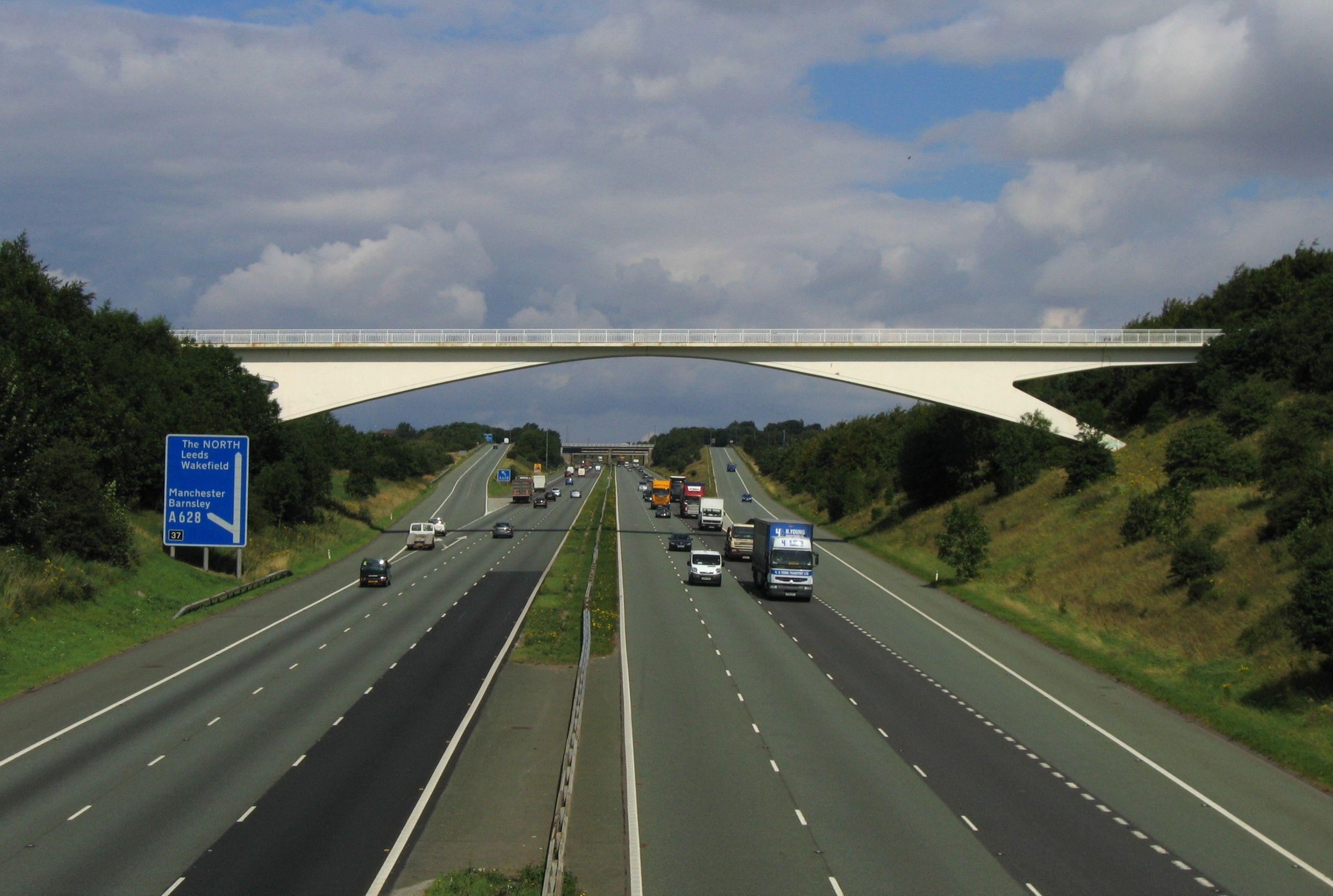 'motorway' in google een weg voor motoren  http://upload.wikimedia.org/wikipedia/commons/b/bd/Motorway_M1_Yorkshire_2007-08-13.jpg