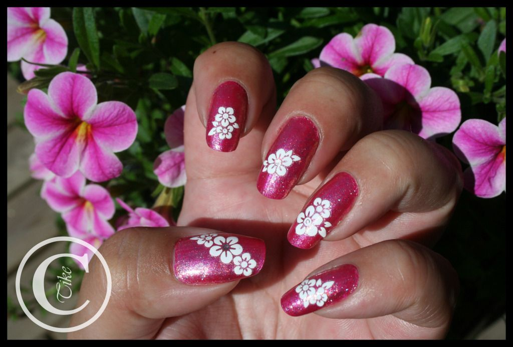 Thulian In Wonderland: Nail art with stickers