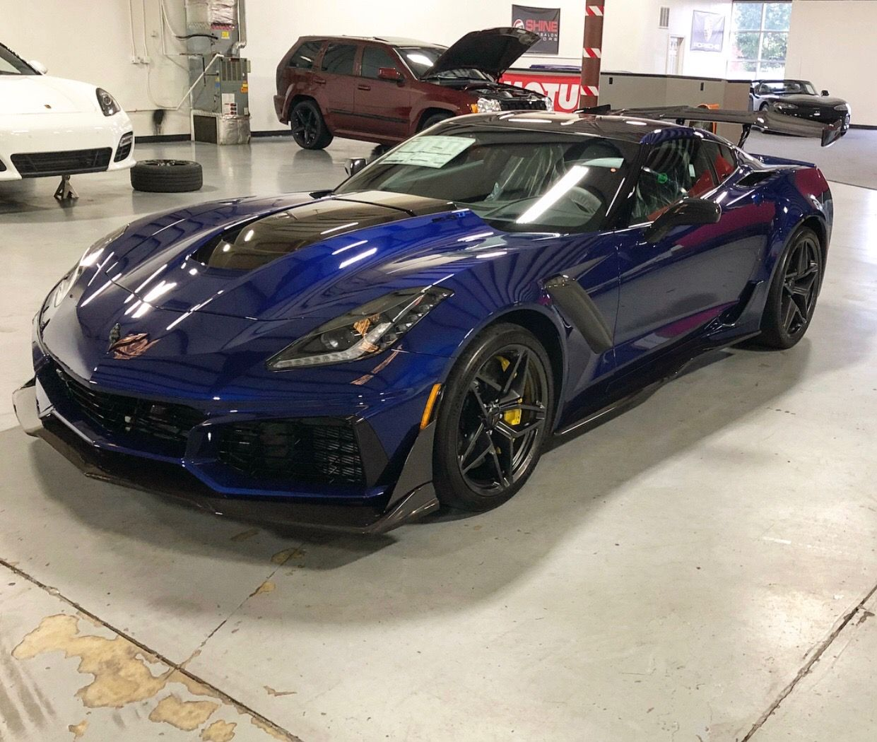 Chevrolet Corvette C7 ZR1 painted in Admiral Blue Photo