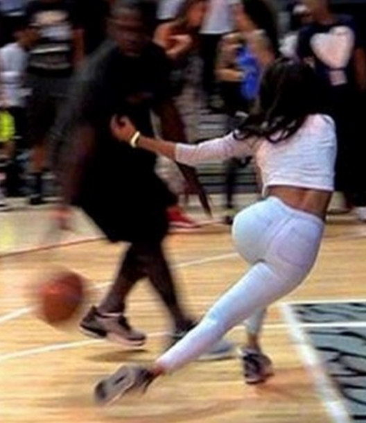 d02d7384e147 Teyana Taylor Getting Her Ankles Broke on the Basketball Court!!!!! (Her  Cakez Still Look Good Thou)
