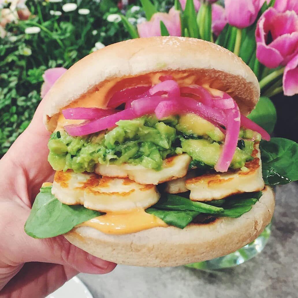 """Köket.se on Instagram: """"Tips på veckomeny! Mexikansk halloumiburgare, omvänd toast skagen med kräftor, Ernsts smarriga grillspett, kycklingwok med nudlar och � i…"""""""