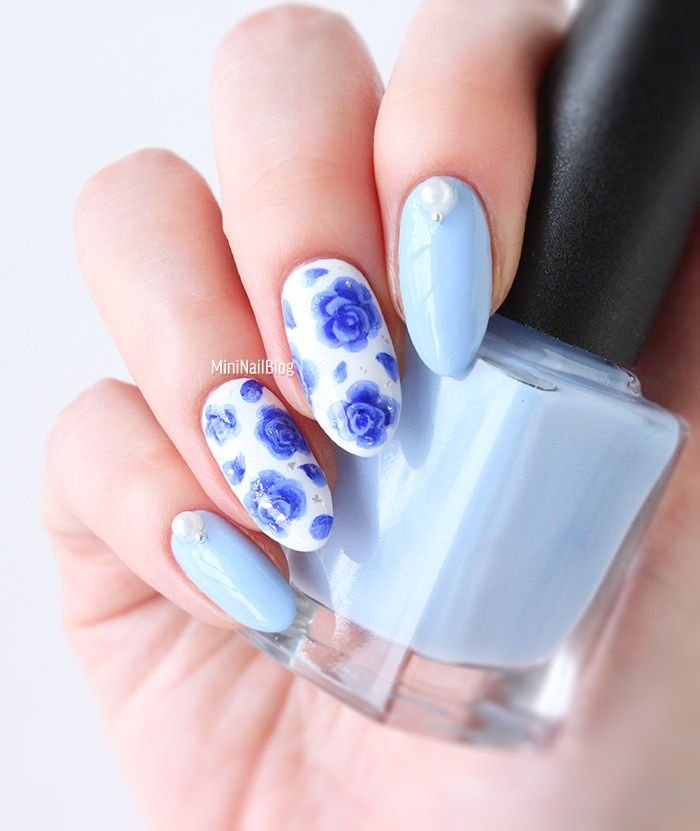 20 Super Pretty Floral Nail Designs   Blue china, Accent nails and ...