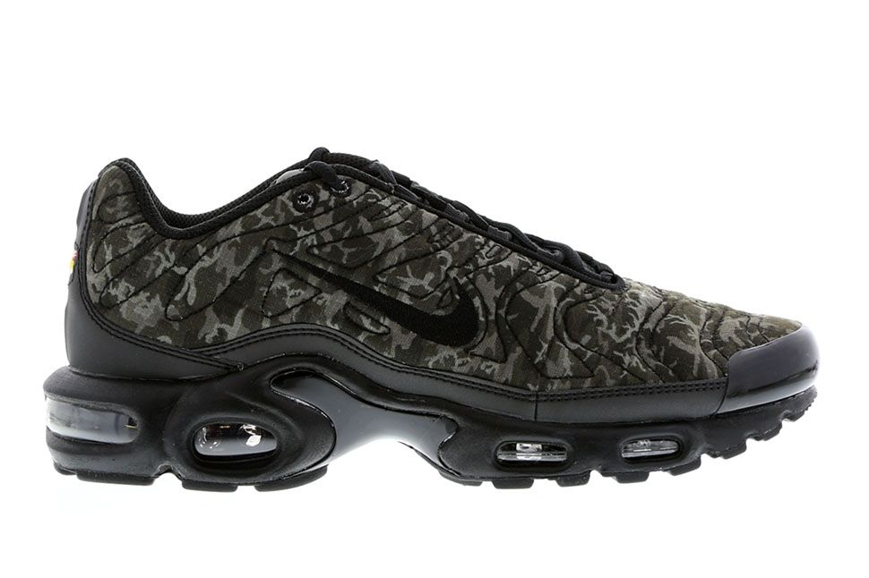 nike air max plus tuned 1 quilted camo sneakers. Black Bedroom Furniture Sets. Home Design Ideas