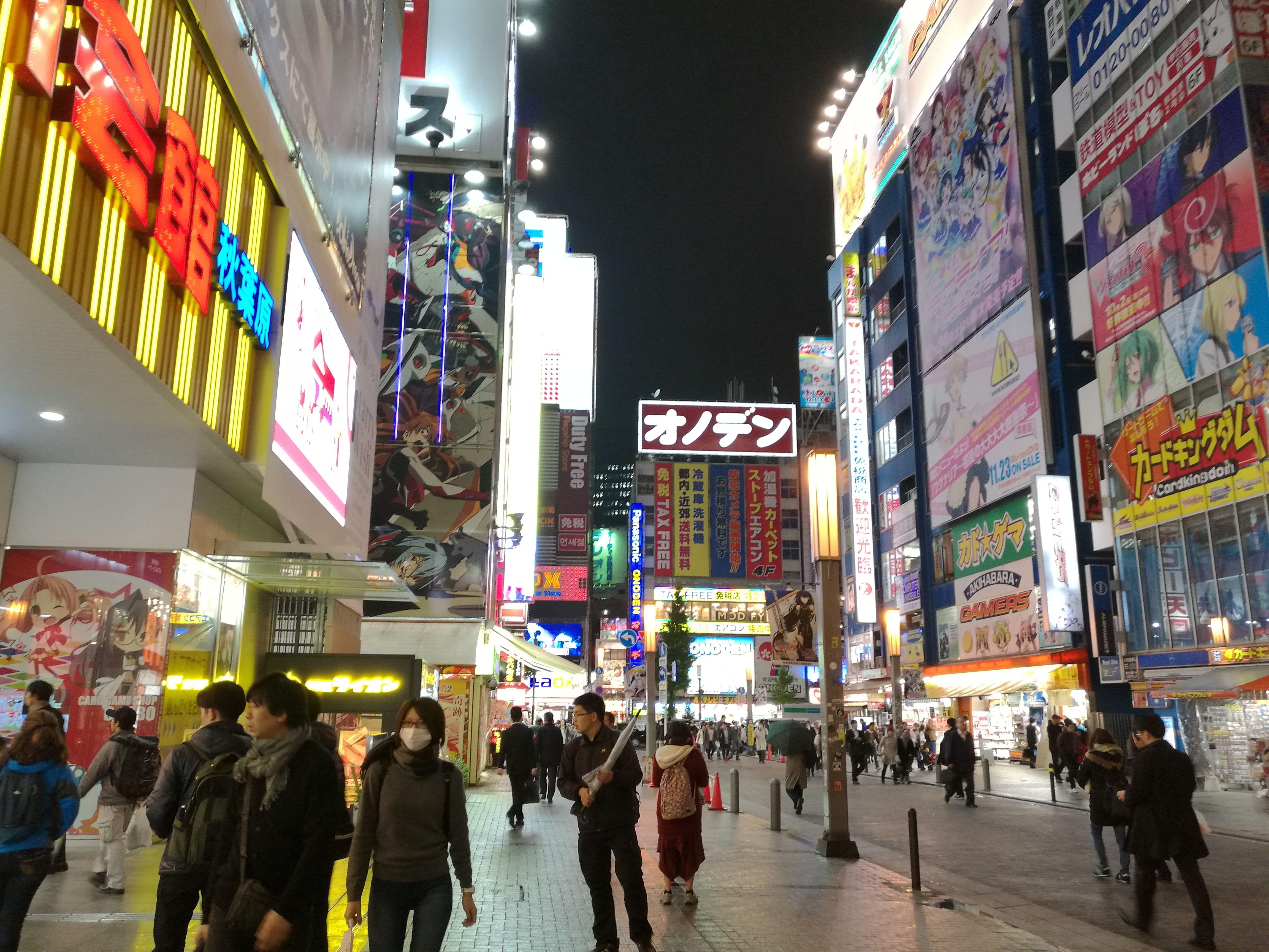 Luces en las calles de akihabara