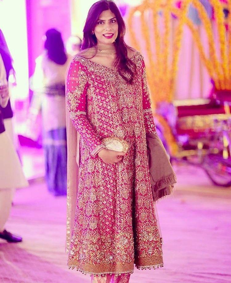 Atractivo Kareena Kapoor Traje De Boda Real Y Tradicional Bosquejo ...
