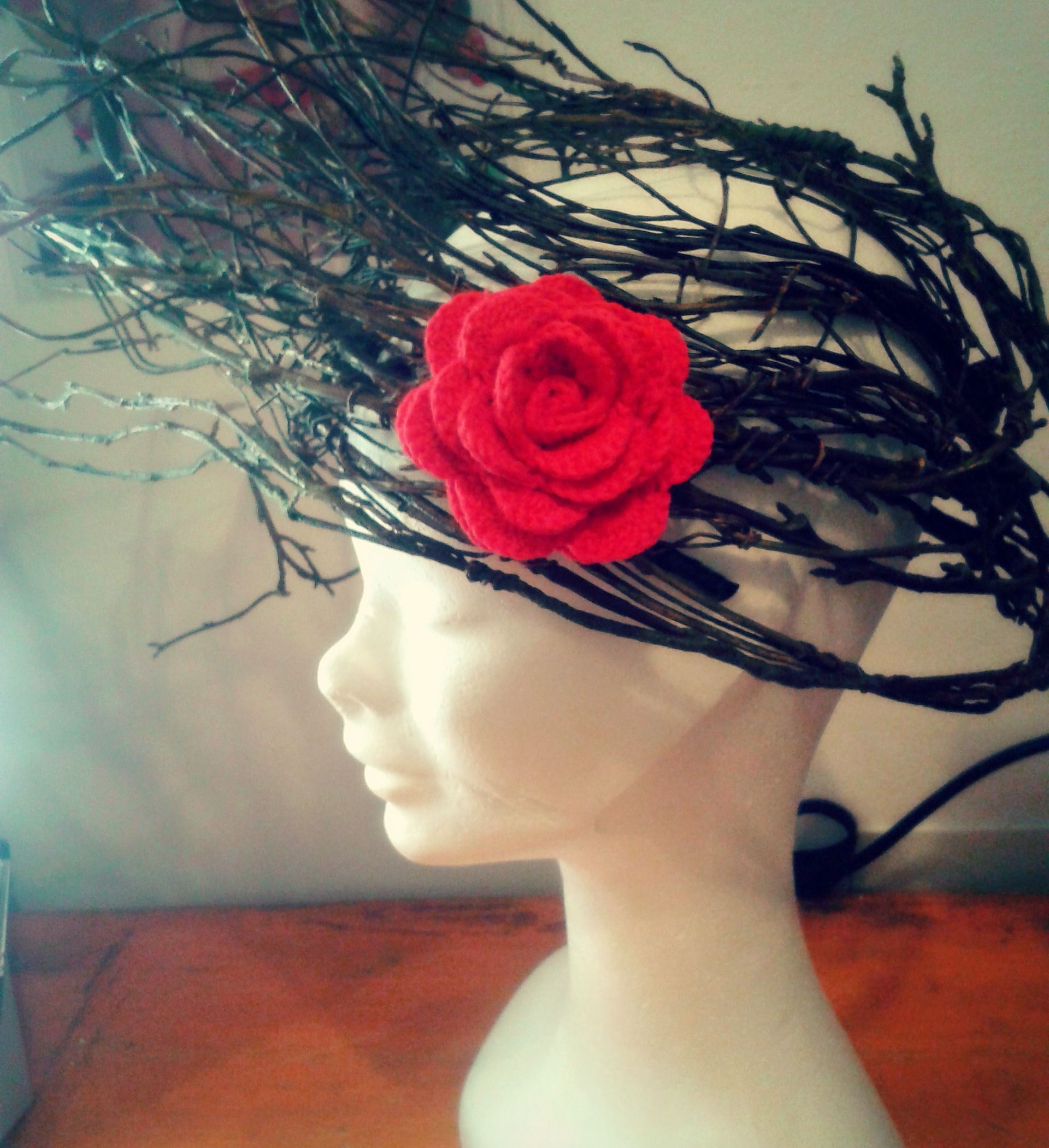 Crochet Handmade Hair Piece Red Rose Flower accessories custom. Uncinetto Accessori Capelli Rosa Rossa personalizzata fatta a mano