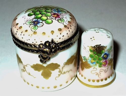 LIMOGES-BOX-ROUND-FLORAL-amp-MATCHING-THIMBLE-FLOWERS-amp-GRAPES-FRUIT