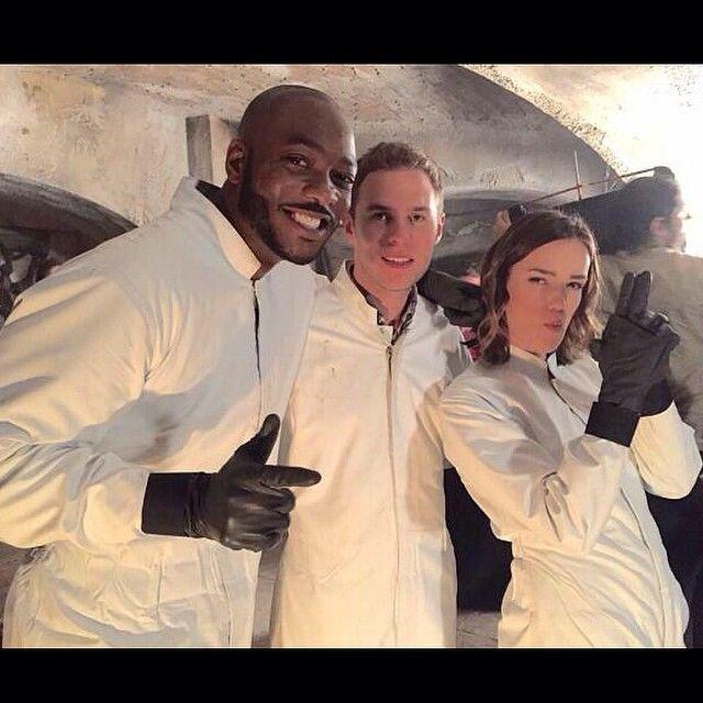 Antoine Triplett Leo Fitz Jemma Simmons Aos 2x10 What We Become 640x640 Bts Instagram Iain De Caestecker Agents Of Shield Marvel Agents Of Shield