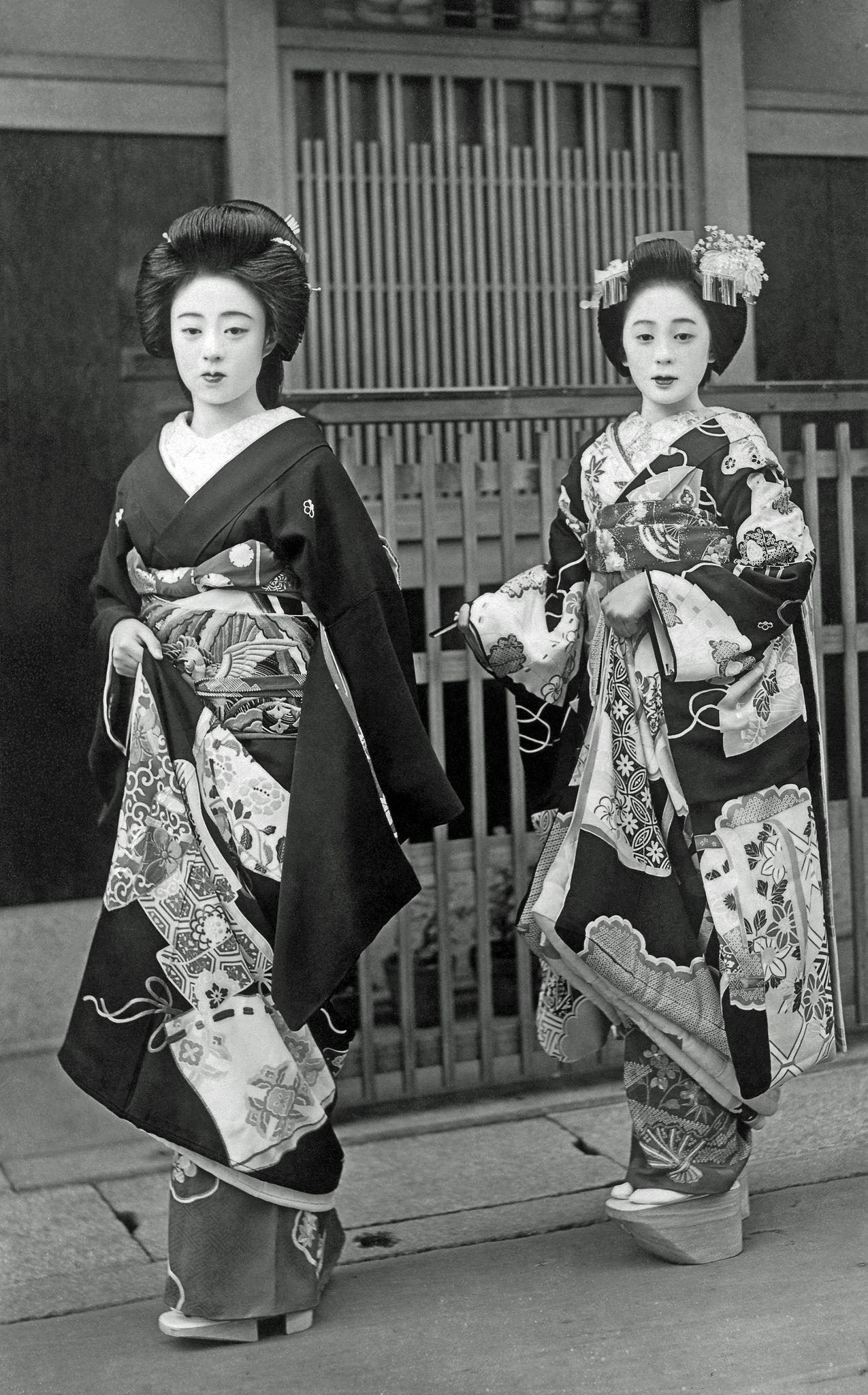 https://flic.kr/p/BAzxTL   Geiko Kokaji and Friend 1940s   Geiko (geisha) Kokaji, on the left, together with a maiko (apprentice geisha), in the 1940s or early 1950s. Kokaji appears in the 1939 Miyako Odori (Cherry Dance) programme, as a maiko.
