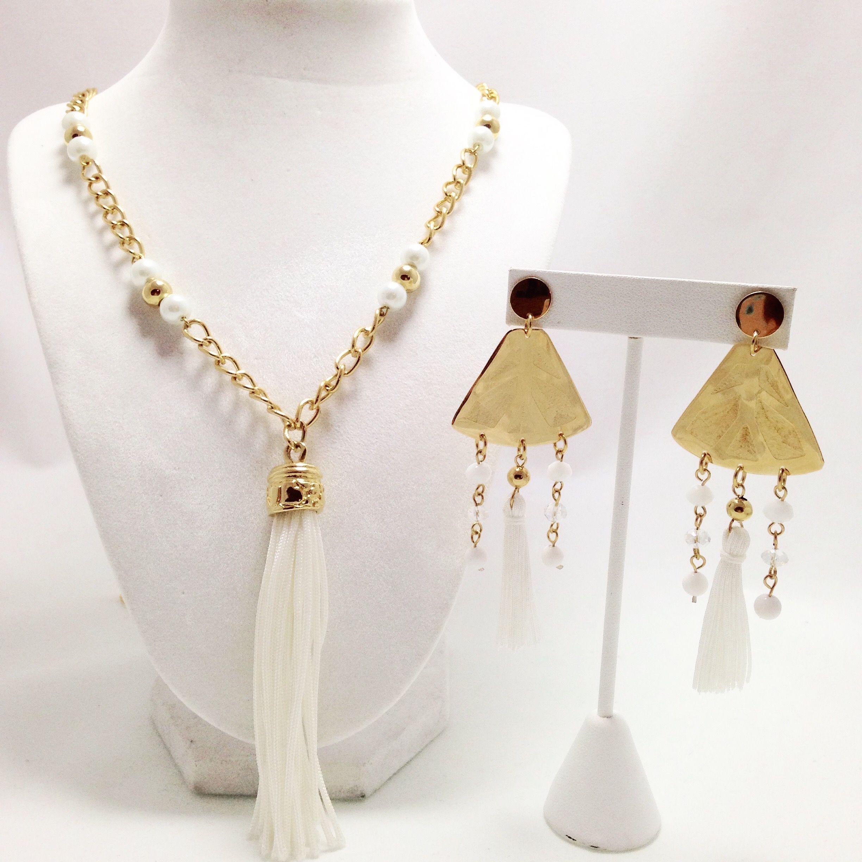 3947aa0b360b Collar largo en cadena fantasía dorada y dijes flequillos con aretes ...