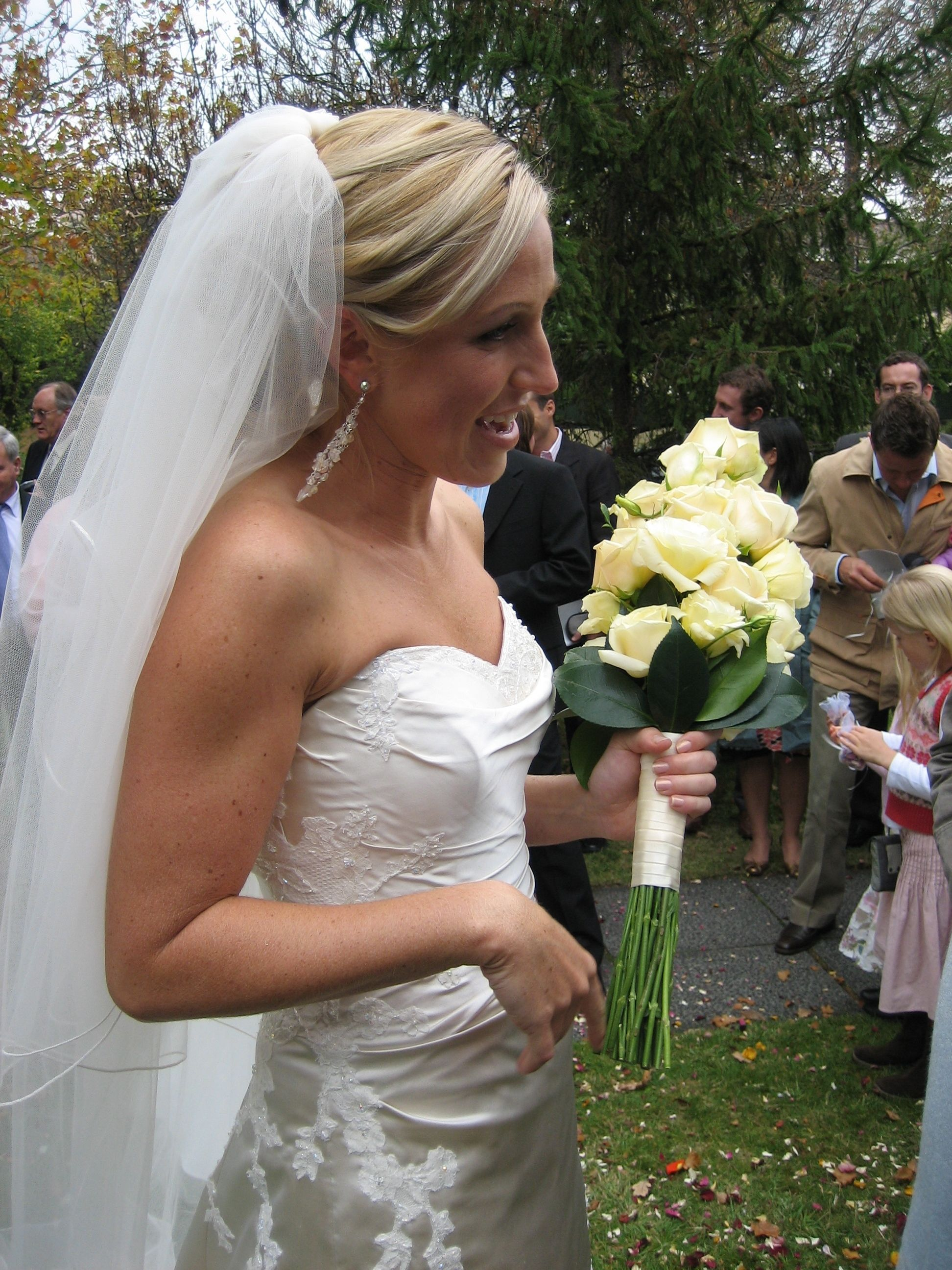 A Stunning Bride carrying her gorgeous long roses.. Contact: floralology@yahoo.com.au