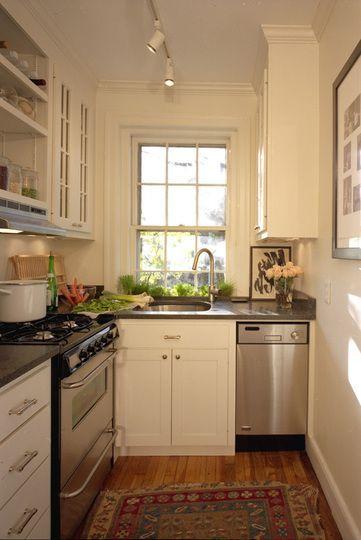 A pia de lavar louça tinha que ser abaixo da janela. Sempre! É tão mais bonito!