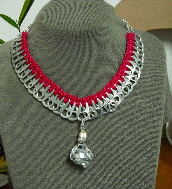 collier avec pendentif bijoux fait avec des capsules de canettes pinterest lampes. Black Bedroom Furniture Sets. Home Design Ideas