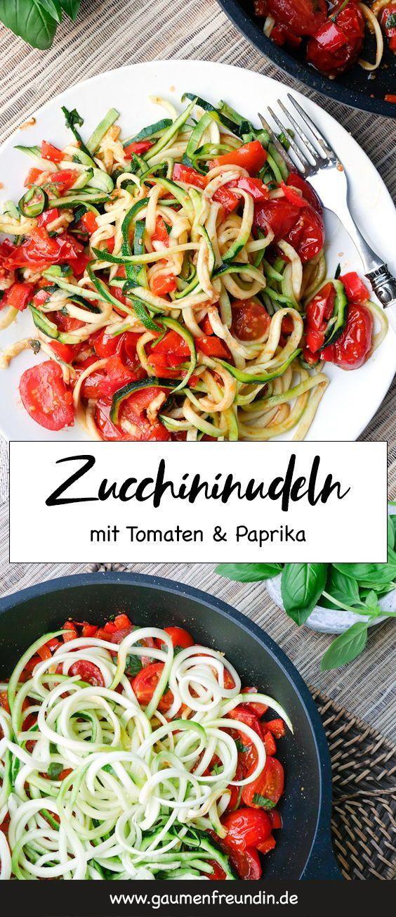 Low Carb Zucchini Nudeln mit Tomaten und Paprika