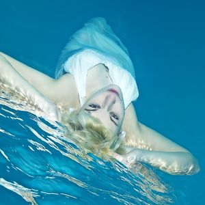 Chilling at the surface. Underwater model photography.  Unterwasser Model Fotografie