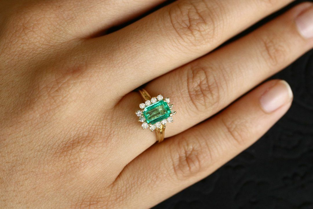 18k Emerald with gold engagement ring for women daily wear ring for her natural emerald gemstone rings